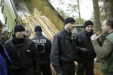 Was wollen die denn hier? © 2010 publiXviewing.de